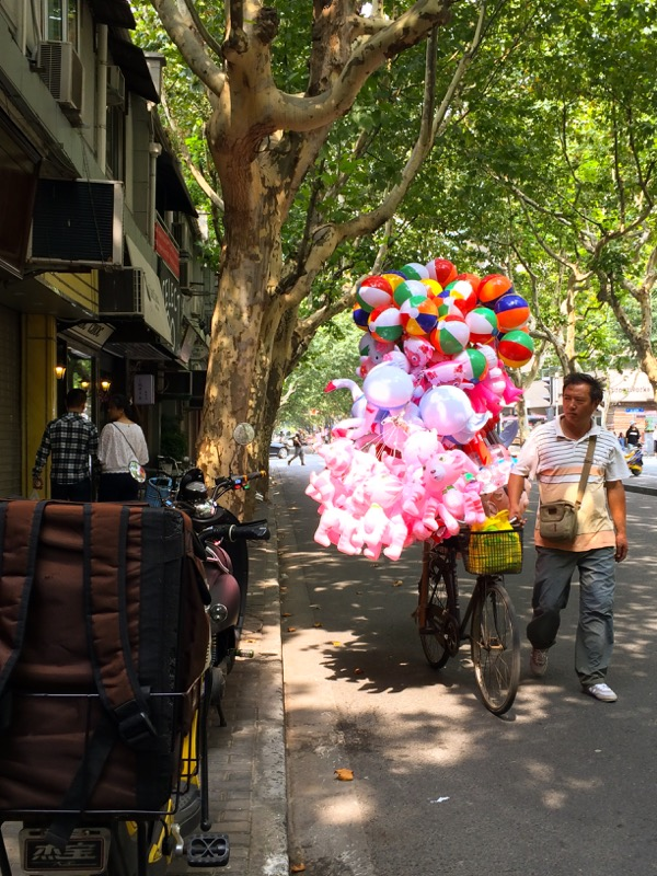 Shanghai Baloons on Wheels